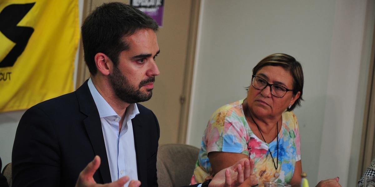 Eduardo Leite e Helenir Schürer conversaram sobre desejo do governo de ajudar servidores do Magistério