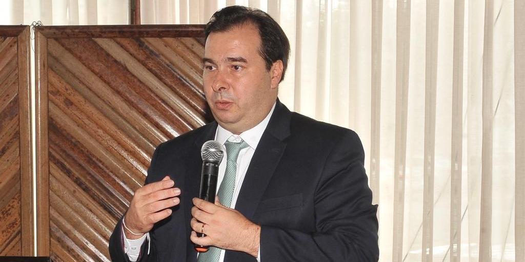 Governadores negociam com o presidente da Câmara, Rodrigo Maia, um pacote de projetos que seriam aprovados em troca do apoio à reforma da Previdência.