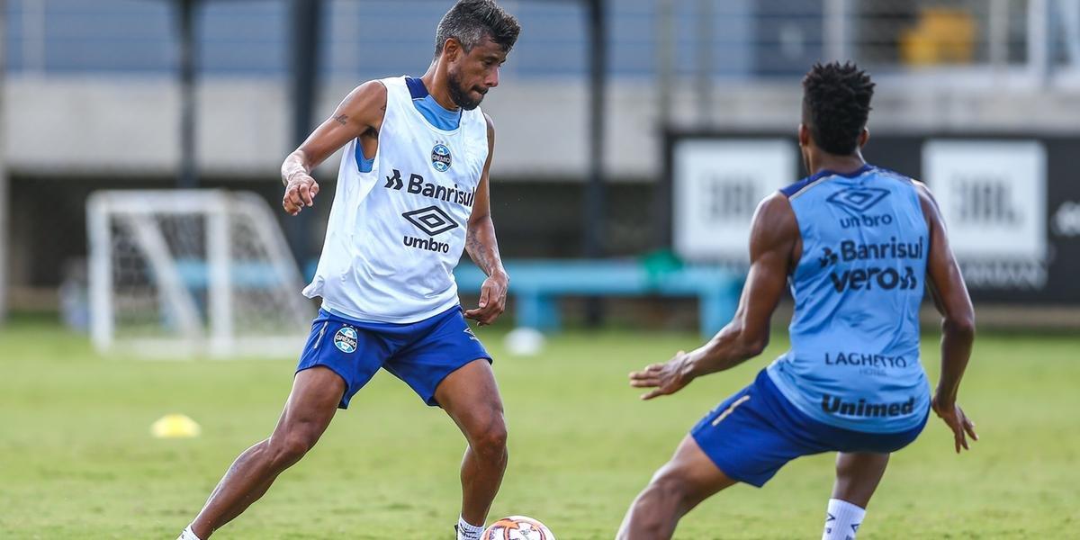 Grêmio treina com portões fechados e deve ter time misto contra o Brasil de Pelotas Leo-Moura-Gremio-Treino
