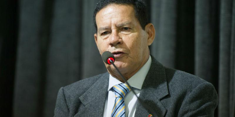 Mourão afirmou que exoneração de Bebianno deve sair ainda nesta segunda
