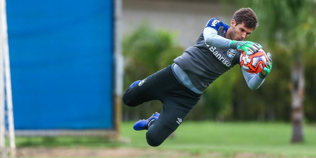 Júlio César destacou conjunto do Grêmio para defesa não sofrer gols