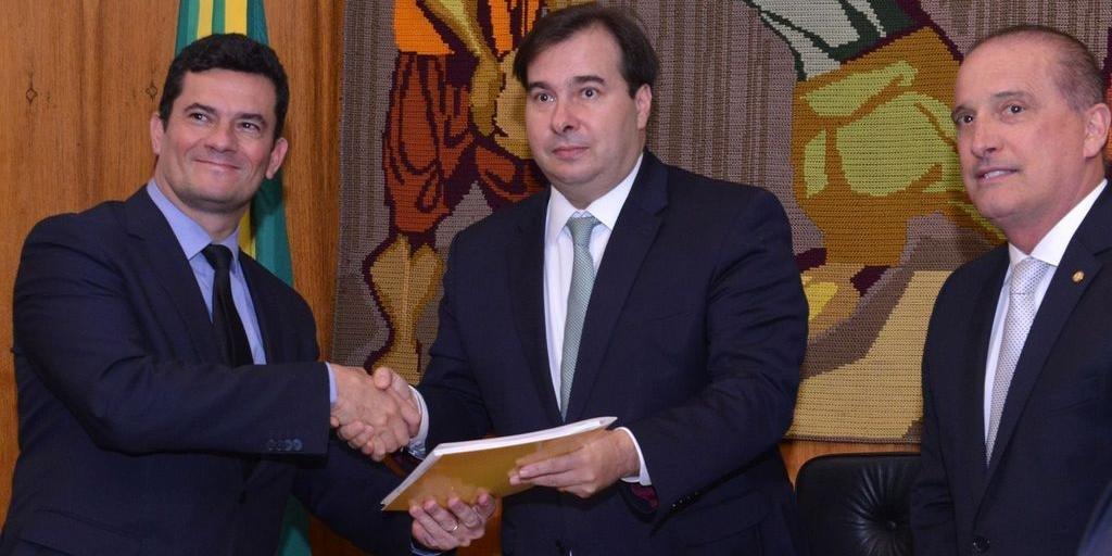 Moro formalizou a apresentação dos projetos de lei