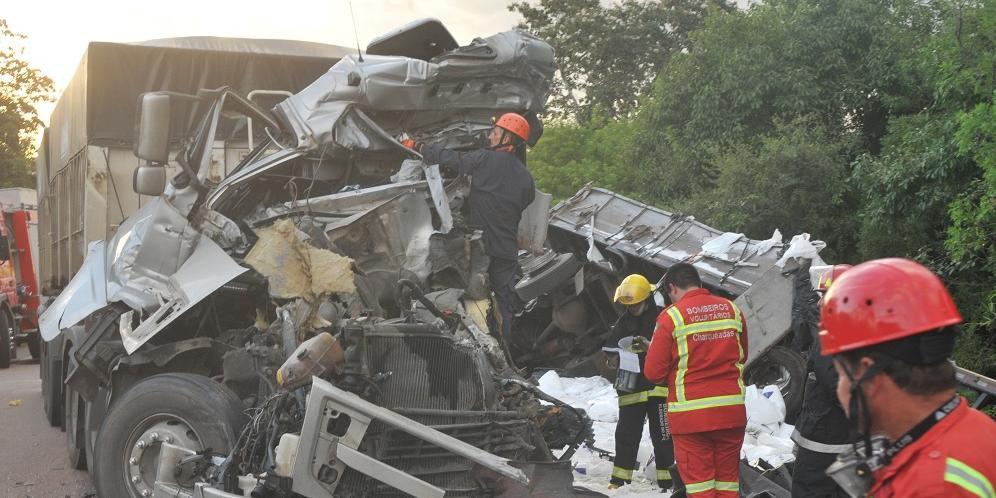 Acidente entre caminhões causou a morte de uma pessoa