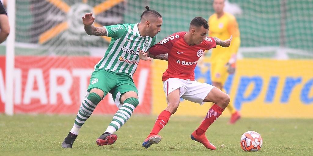 "Lateral Iago prevê a necessidade de ""entrar firme em todos os lances"" na Libertadores"