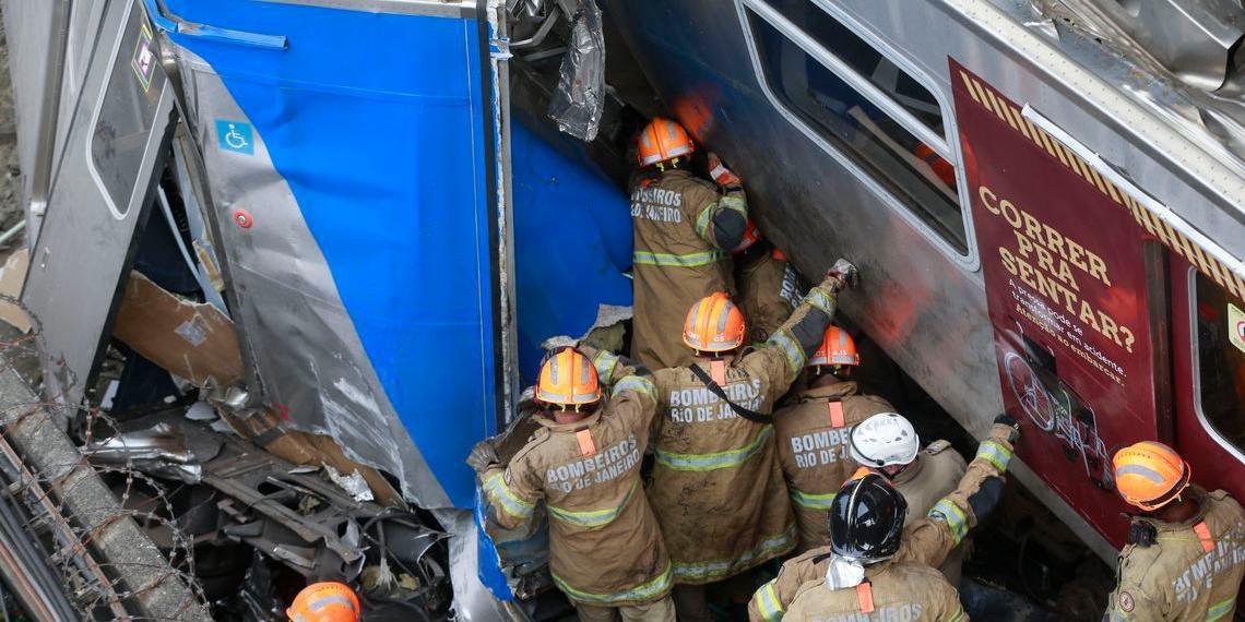 Dois trens bateram na Estação de São Cristóvão, na Zona Norte do Rio de Janeiro