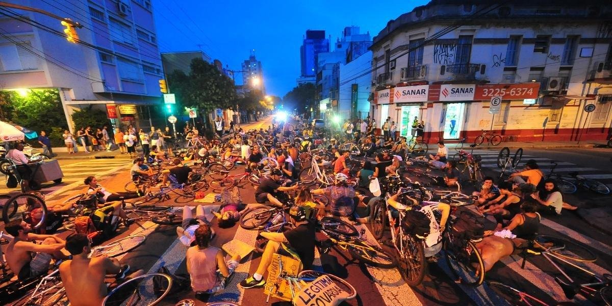Ciclistas do movimento Massa Crítica protestaram contra o atropelamento na época do caso