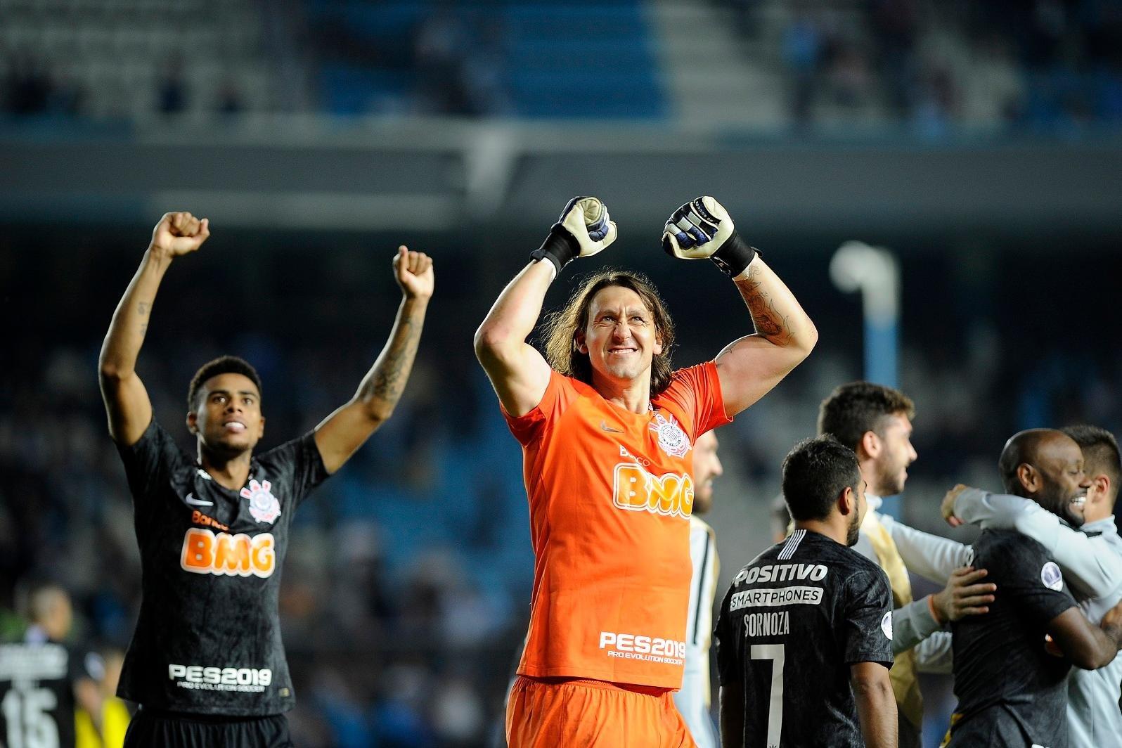 Cássio defendeu duas penalidades e garantiu paulistas na competição