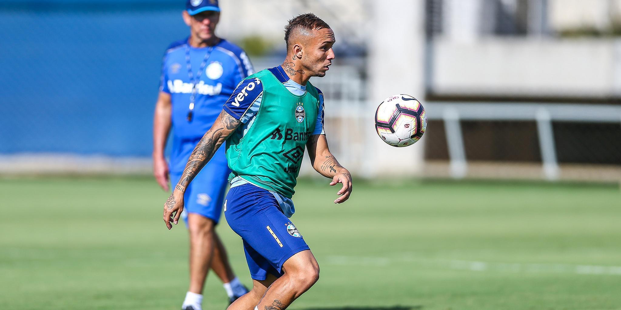 Everton espera garantir lugar na Copa América