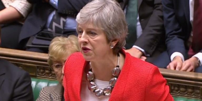 Pressionada, primeira-ministra Theresa May deve solicitar uma nova votação para esta quarta-feira