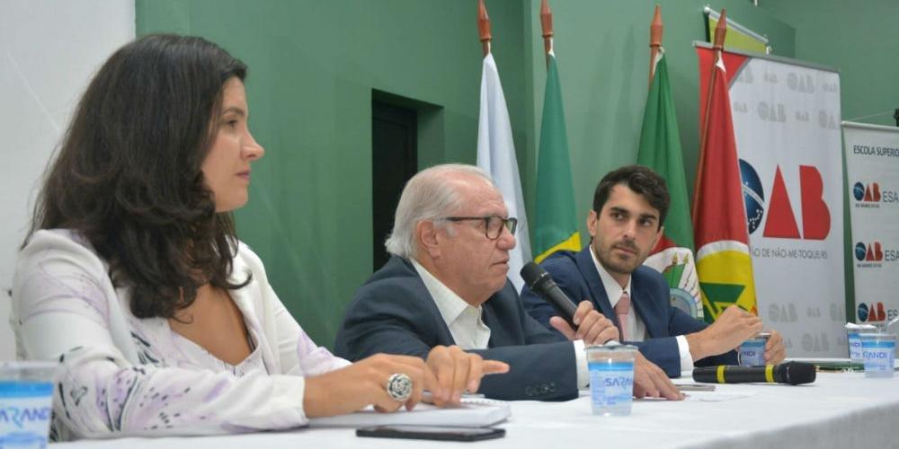 Advogados Marília Longo do Nascimento e Antônio Zanette palestraram sobre a mediação de Ricardo Barbosa Alfonsin