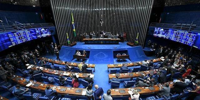 Senado aprova multa a empresa que não pagar salário igual para homem e mulher