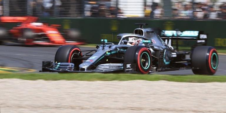 Vettel só viu Hamilton de perto na volta de aquecimento...