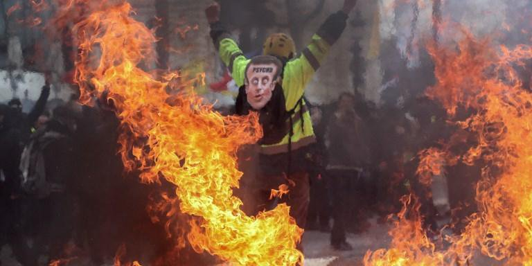 Ações marcam o fim de um debate nacional de dois meses que Macron organizou para responder às preocupações dos manifestantes.