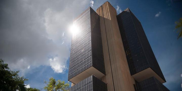Resultado de imagem para Banco Central surpreende e reduz juros básicos para 6% ao ano