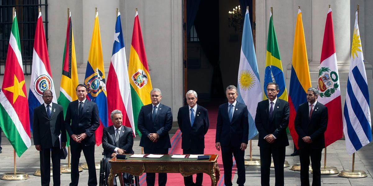 Presidentes do Brasil, Argentina, Chile, Colômbia, Equador, Paraguai, Peru e um representante do governo da Guiana assinam documento para a criação do Prosur