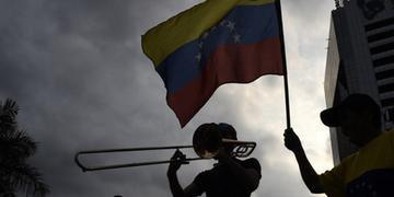 Bolsonaro descarta intervenção militar na Venezuela