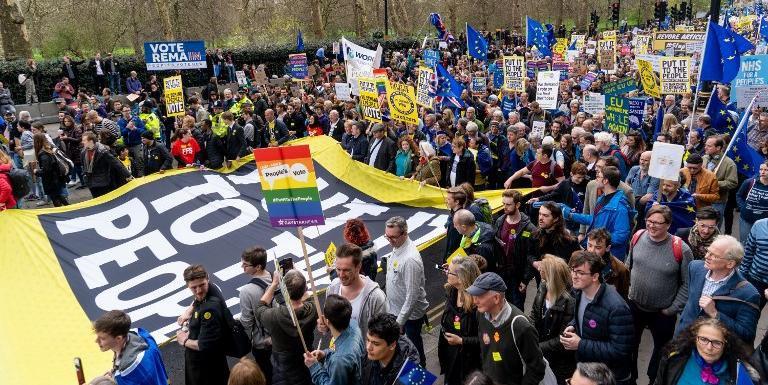 Expectativa dos organizadores é convencer os parlamentares a apoiar um novo referendo questionando se o Reino Unido deve seguir com os planos de deixar o bloco europeu