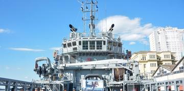 Navio de apoio oceânico Mearim, da Marinha do Brasil, está no Cais Mauá, em Porto Alegre