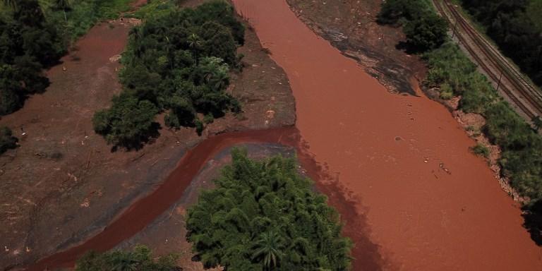 Em Brumadinho, as consequências do rompimento de barragem afetam o meio ambiente