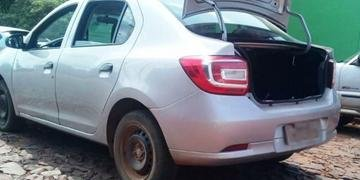 Renault Logan foi encontrado abandonado após tentativa de assalto em São Nicolau