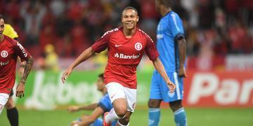 Wellington Silva ressaltou boa disputa dentro da equipe para um lugar no time