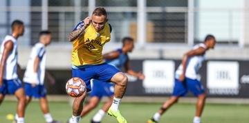 Everton participou do treino do Grêmio nesta sexta