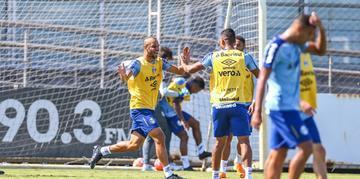 Renato Portaluppi deve colocar os reservas em campo neste domingo