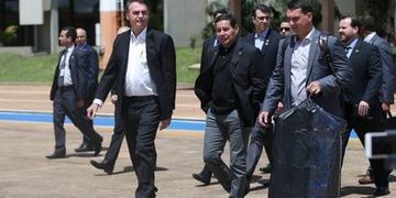 Jair Bolsonaro viajou neste sábado em direção a Israel