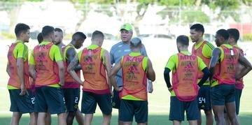 Abel Braga prometeu estar na quarta-feira comandando o Flamengo contra o Peñarol