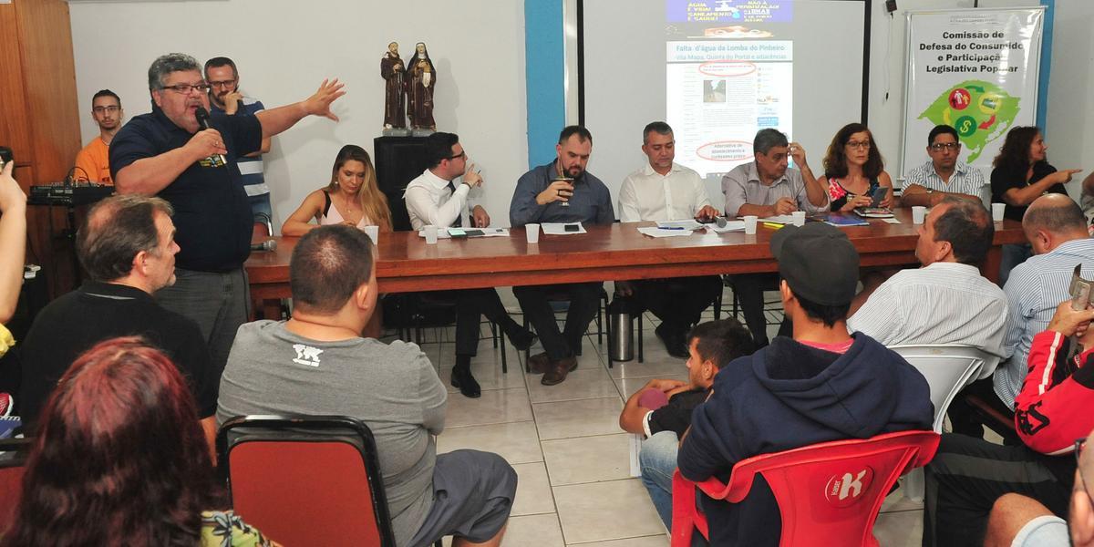 Moradores exibiram possíveis soluções para deputados presentes