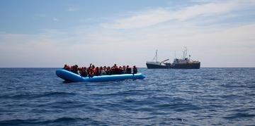 No barco haviam mulheres e crianças