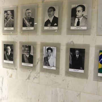 Planalto incluiu foto de Jair Bolsonaro na galeria de presidentes
