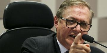 Ministro Ricardo Vélez declarou que livros didáticos devem revisar referência à ditadura