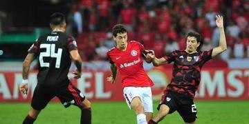 Rodrigo Dourado teve boa atuação diante do River Plate