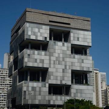 Bolsonaro convocou a diretoria da Petrobras para uma reunião na próxima terça-feira, quando pedirá os números que embasaram a decisão da companhia de reajustar o preço do diesel em 5,7%