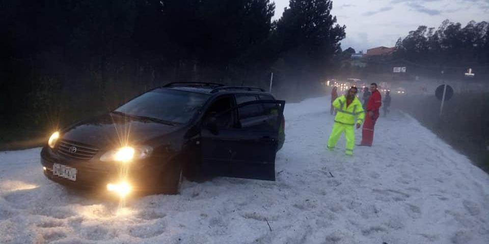 Granizo chegou a atrapalhar trânsito na Serra