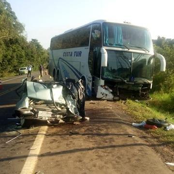 Acidente entre ônibus e automóvel causou a morte de quatro pessoas