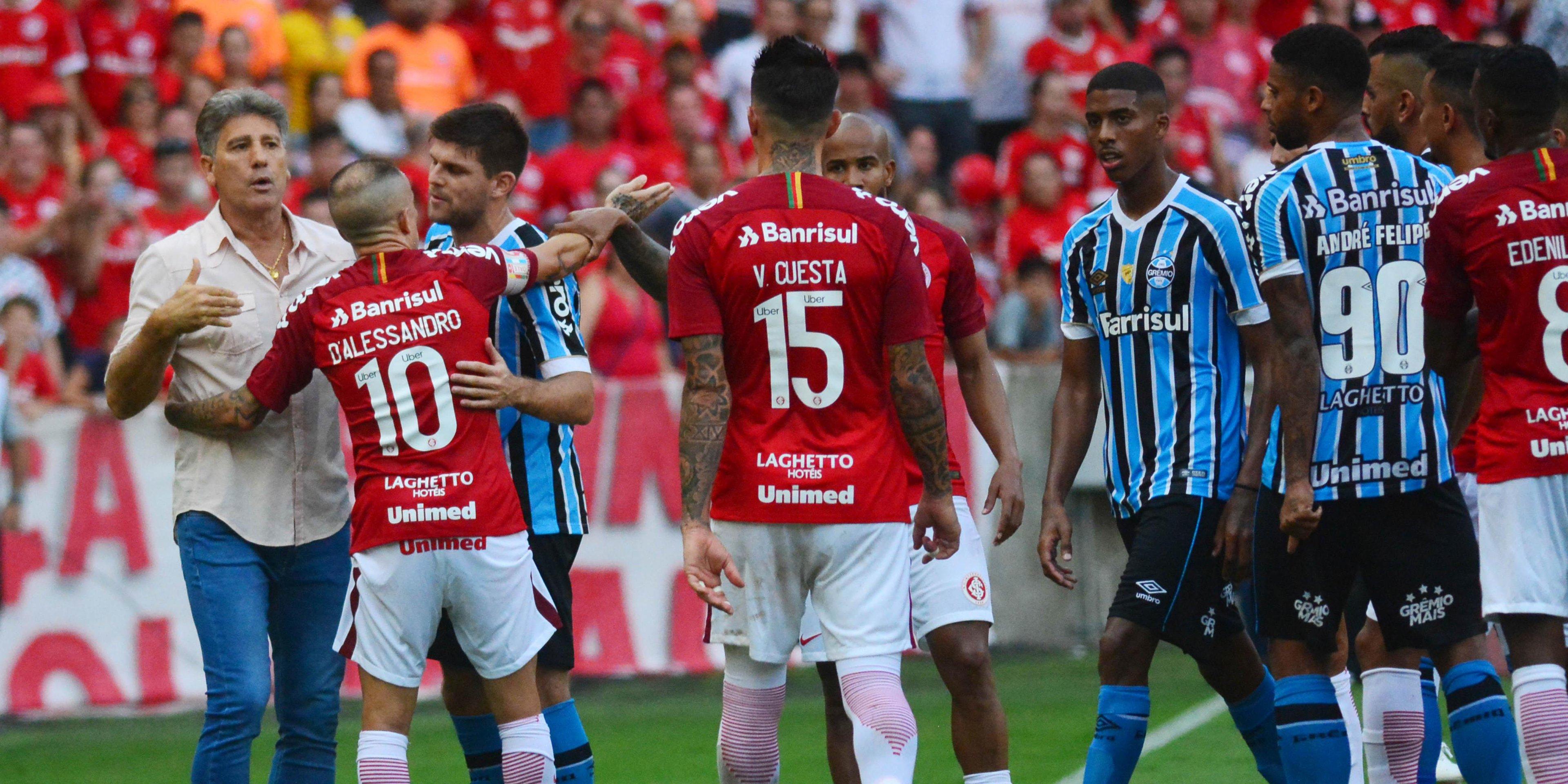 Técnico do Grêmio discutiu com Victor Cuesta