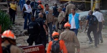 Equipes de busca ainda procuram por 13 desaparecidos nos escombros