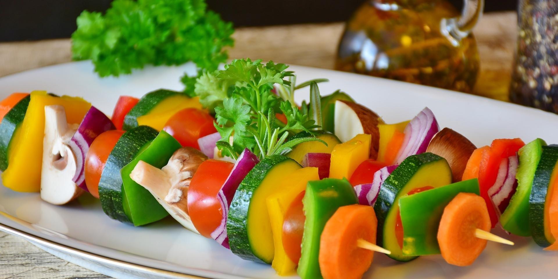 Autora do artigo associa a adesão à Dieta Mediterrânea com a preservação das estruturas óssea e muscular e conta que este padrão alimentar é caracterizado por um elevado consumo de frutas, vegetais, cereais integrais, oleaginosas e azeite de oliva como fonte principal de gordura