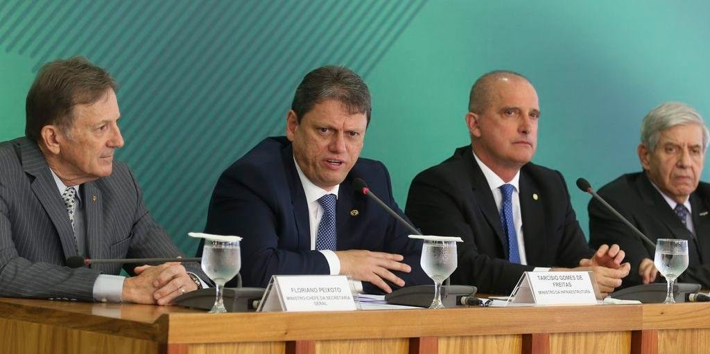 Ministros explicaram novas medidas em entrevista coletiva nesta manhã