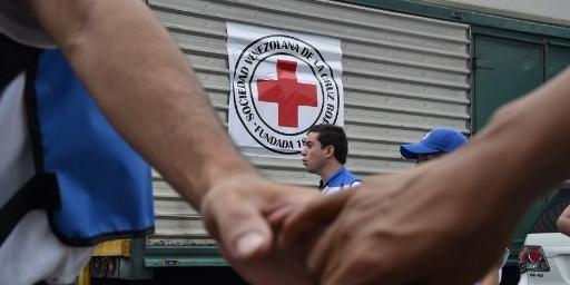 Pelo menos 20 caminhões em caravana transportaram a carga para Caracas