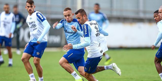 Luan treinou com o elenco do Grêmio nesta terça