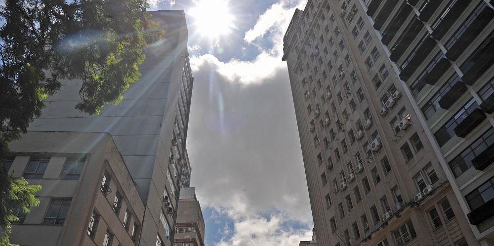 Porto Alegre terá sol e chuva com temperatura mínima de 21ºC e máxima de 31ºC