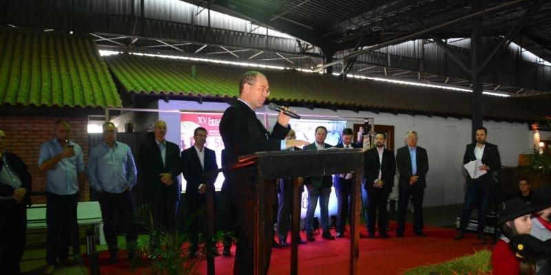 Marcos Tang lamentou a existência de poucos recursos para a realização de feira e exposição