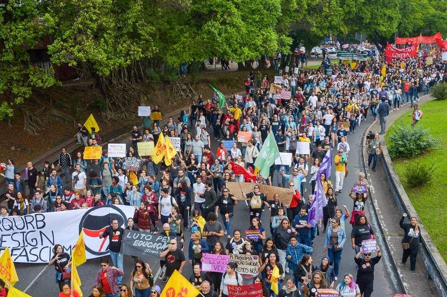 Na Capital, manifestação percorreu as principais ruas da cidade