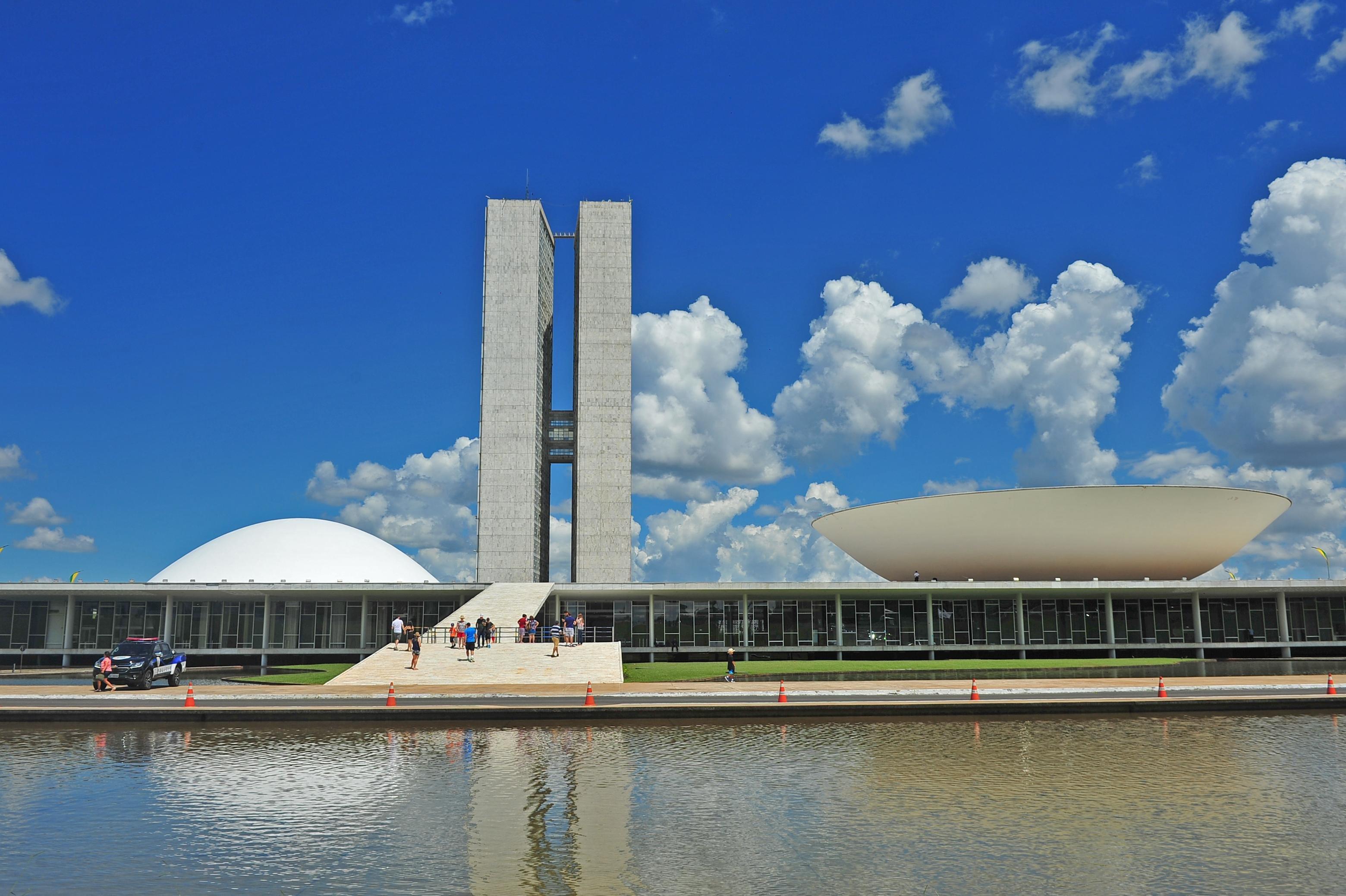 Resultado de imagem para Congresso Nacional tem 28.700 funcionários e custa mais de R$ 10 bilhões/ano