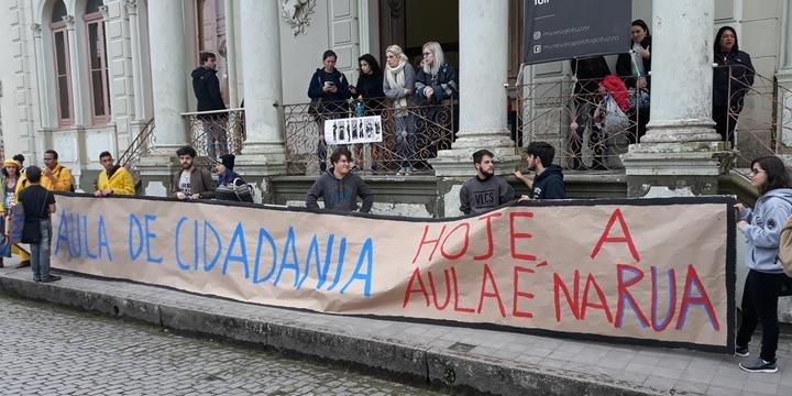 dfad0a3e67d2 Pelotas tem manifestações em defesa da educação