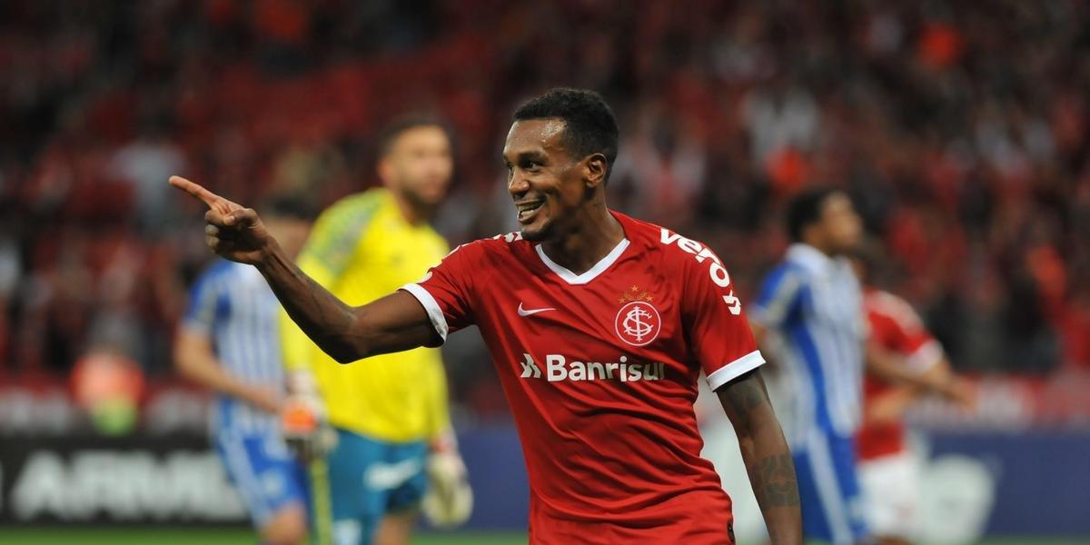 Edenilson deverá liderar o meio-campo do Inter na noite de hoje contra o Bahia