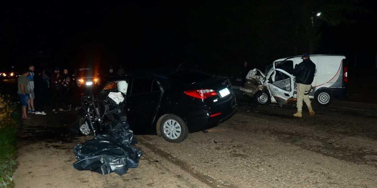 Condutor foi arremessado para fora do carro